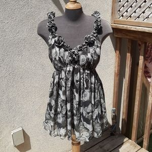 Size 14 ladies sleeveless top with rose buds